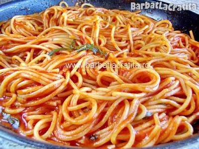 Spaghete cu sos de rosii in tigaie (imaginea retetei)