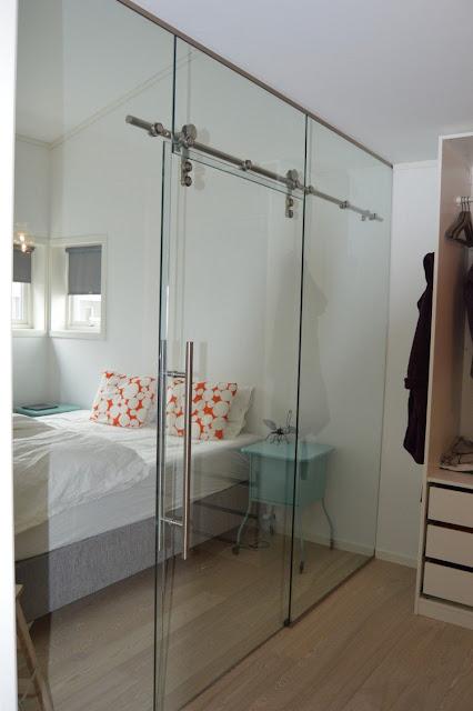 Cambia la estética de tu hogar con estos espectaculares ejemplos de puertas corredizas