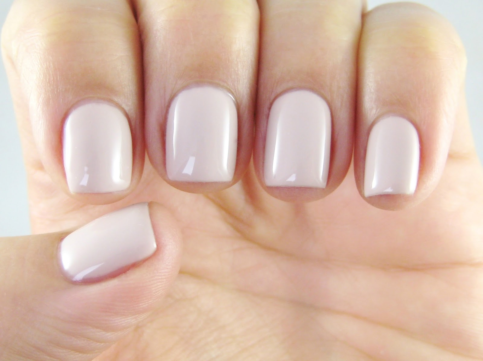 Dahlia Nails: Red Carpet Manicure DIY Gel Manicure