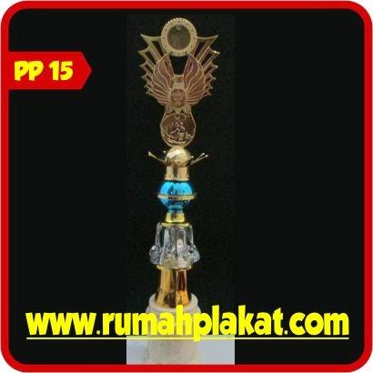 Jual Trophy Piala Figur Silver, Sentral Pengrajin Piala Kristal Surabaya, Piala Bernuansa Kristal Murah, 0856.4578.4363