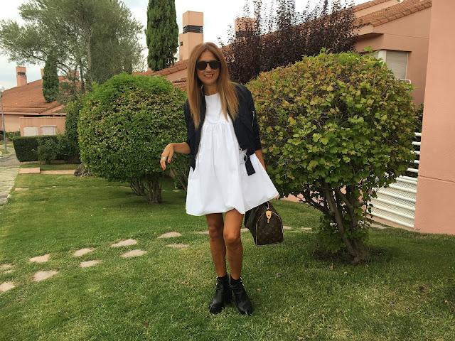 Look con mono blanco, Zara, Bomber, botines, street style, Louis Vuitton, Bolso, gafas Isadora Comillas, Carmen Hummer Style