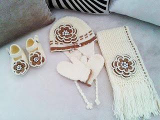Bufanda y Gorros tejidos blanco hueso