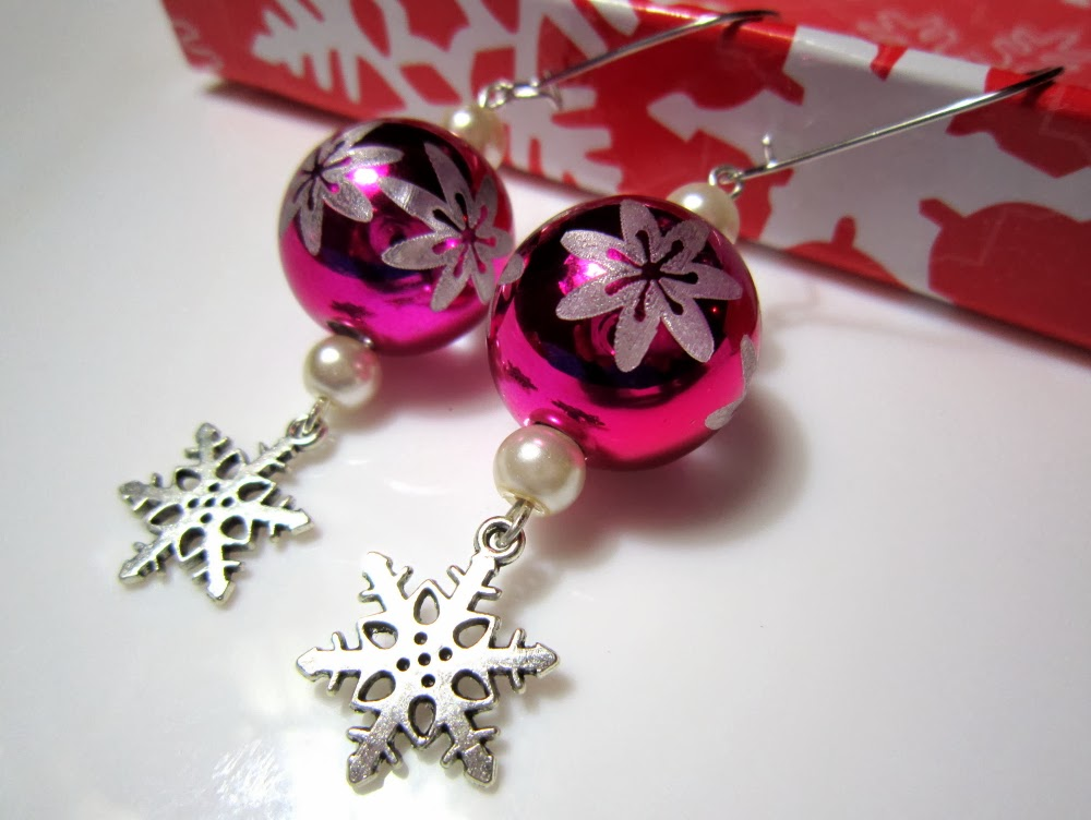 Magical Crafts : Shiny Christmas Ball Snowflake Earrings