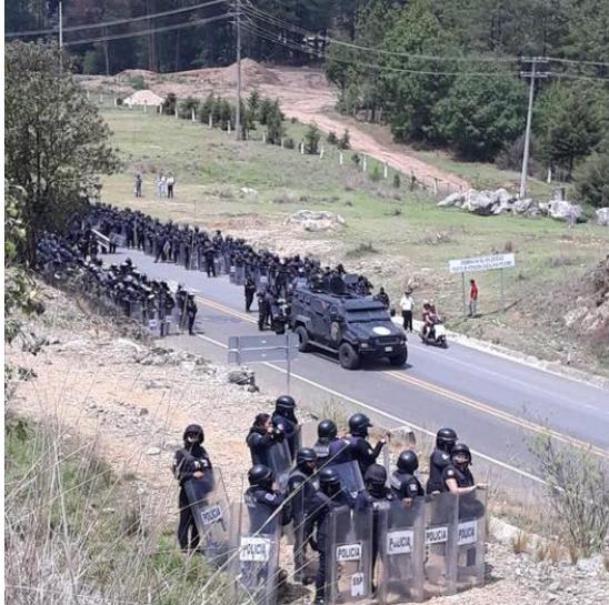 Comienzan avanzar contingentes de policías estatales para desalojo de vándalos de la Canek y del NEI.