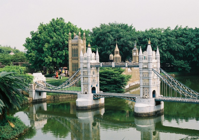 Tower Bridge - London, England - This Epcot-like Chinese Theme Park Is Equal Parts Creepy And Interesting