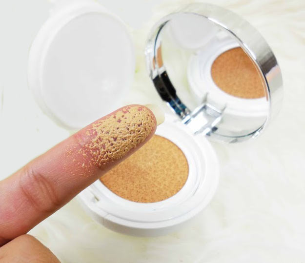 Laneige BB Cushion Pore Control swatches