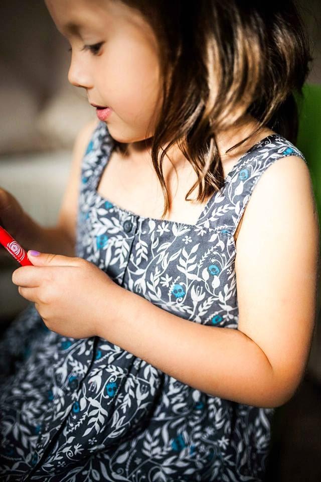 Fotografia, moda dziecięca, secondhand, SH, sukienka dziewczęca, sukienka w czaszki,