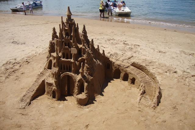 Castelo de areia na praia de Búzios - RJ