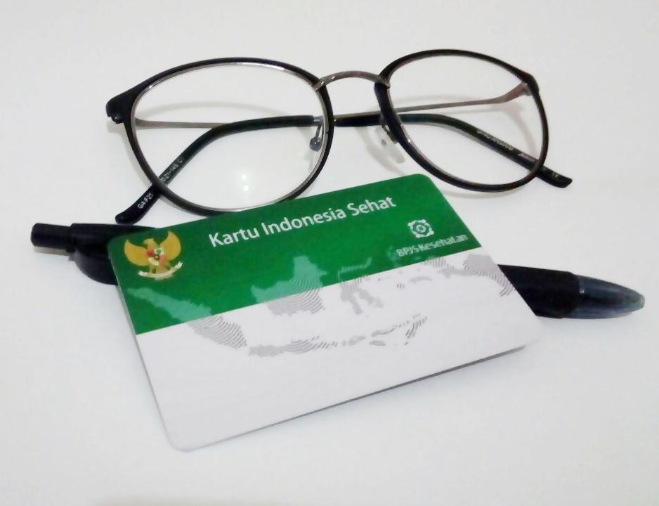 Lumayan kan kamu bisa dapat potongan harga 150-300ribu atau bahkan Gratis.   D Syarat kacamata yang diajukan hanya diperbolehkan untuk kacamata minus  ... c486f19000