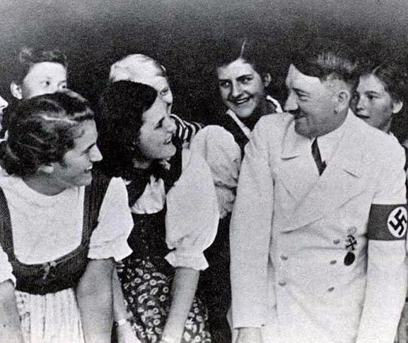 http://3.bp.blogspot.com/-GkpmcLQ9QLY/TvlR0xmoptI/AAAAAAAAEf8/xXW1COlKkt4/s1600/Hitler%2BGirls%2B-%2BBerchtesgaden%2BSchool.jpg