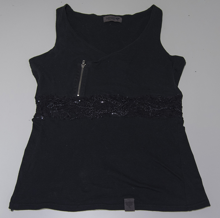 Minns Things: DIY Refashioning: Make a loose shirt tighter / smaller with added lace waistband