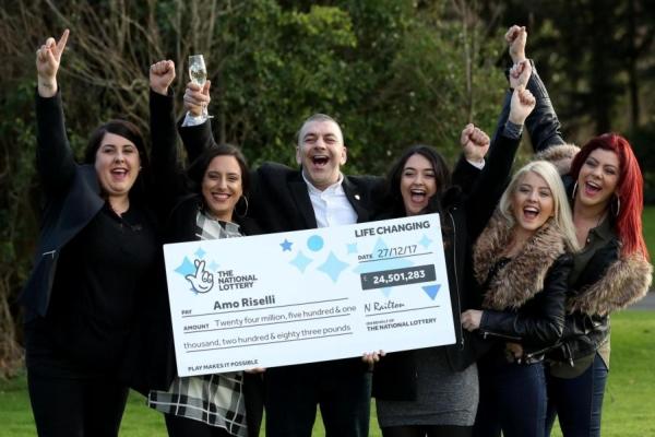 24 milioane de lire sterline castigate la loterie in Anglia
