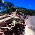 Carreta carregada de cimento tomba na rodovia BR-116, em Santa Cecília