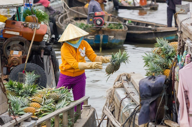 Exploring the biggest floating market in the Mekong Delta 2