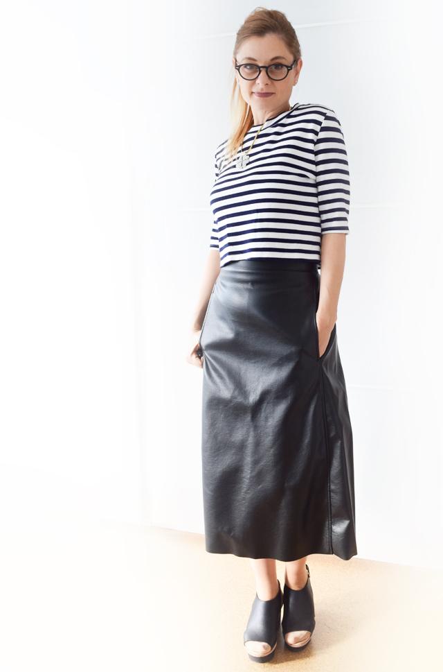 wie kombiniere ich einen schwarzen lederrock outfit die edelfabrik der 40 blog f r mode. Black Bedroom Furniture Sets. Home Design Ideas