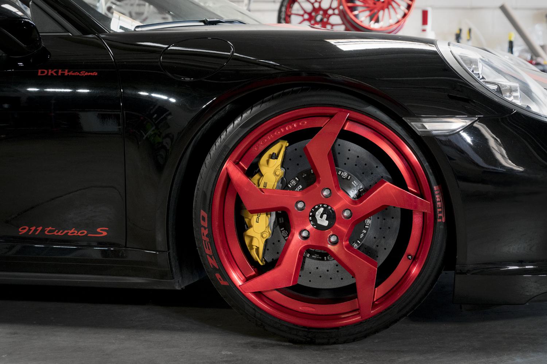 Ấn tượng Porsche 911 Turbo S độ mâm kiểu Ninja của Forgiato