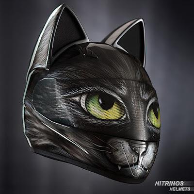 Casco de forma de gato negro