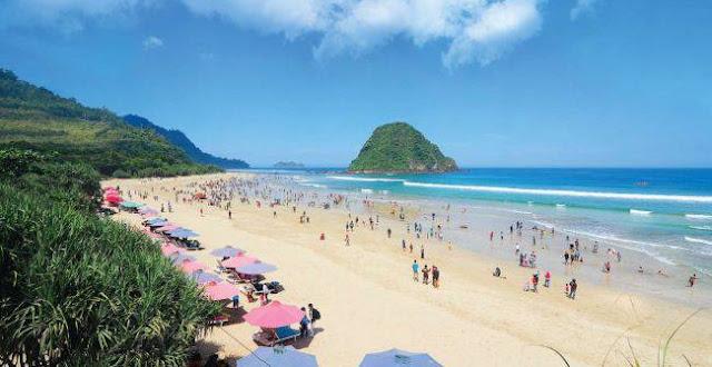 Wisata Pantai Pulau Merah di Banyuwangi Keindahannya Bikin Takjub Wisata Pantai Pulau Merah di Banyuwangi Keindahannya Bikin Takjub