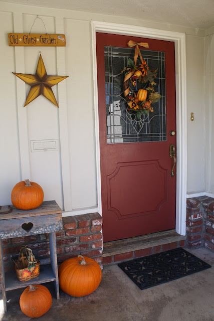 fall porch, pumpkins, fall wreath