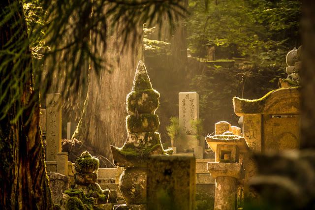 Las tumbas más escondidas de Okunoin :: Canon EOS5D MkIII | ISO400 | Canon 24-105@99mm | f/5.0 | 1/50s