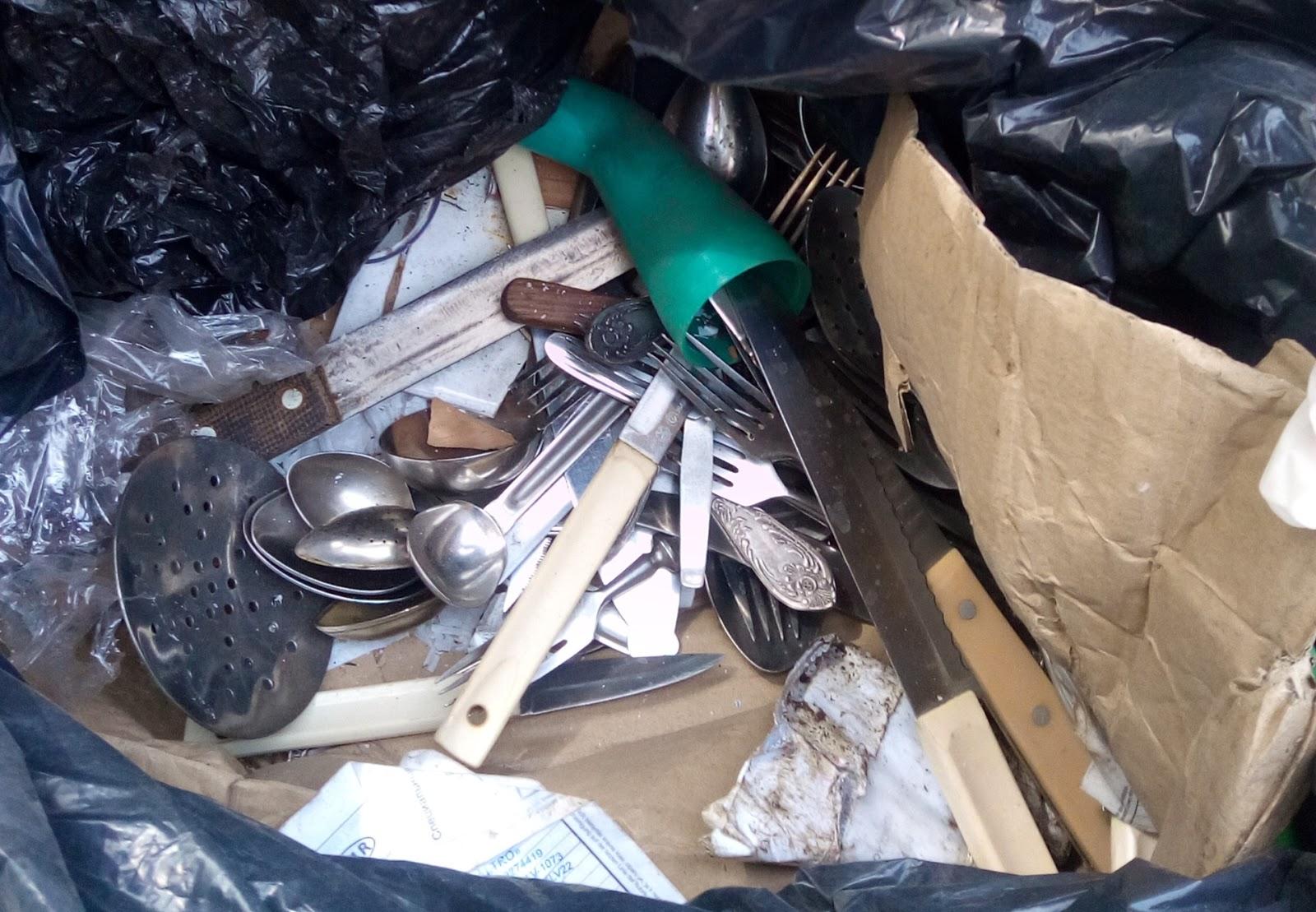 Galda piederumi atkritumos
