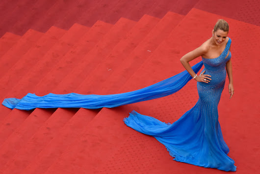Blake Lively slayed it once again, in a dramatic Atelier Versace gown: Cannes 2016