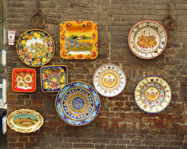 Hand painted ceramic, Via del Capitano, Siena
