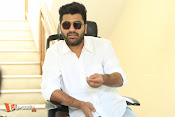 Sharwanand Interview Stills-thumbnail-4
