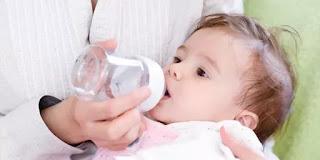 Alasan Bayi dihentikan Minum Air Putih