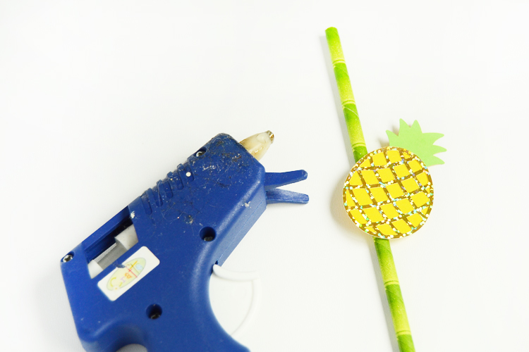 attach pineapple onto the straw