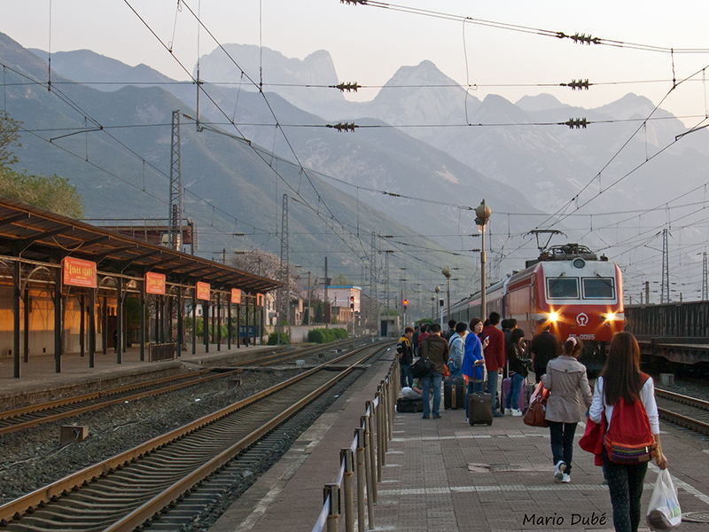 Train arrivant en gare de Huashan (Chine)