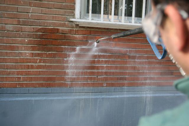 limpieza eliminación pintadas graffitis paredes Sevilla