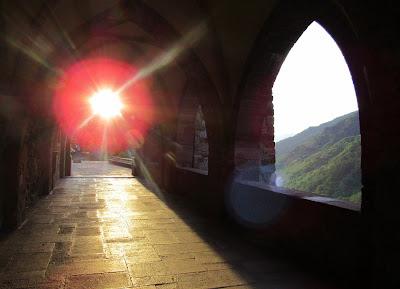Amanecer en el monasterio de Valvanera en Anguiano
