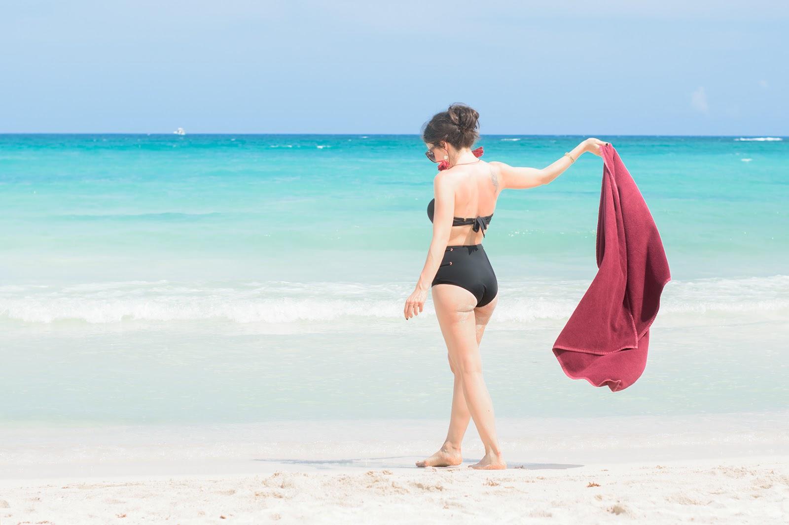 Look con bikini de cintura alta en Riviera Maya