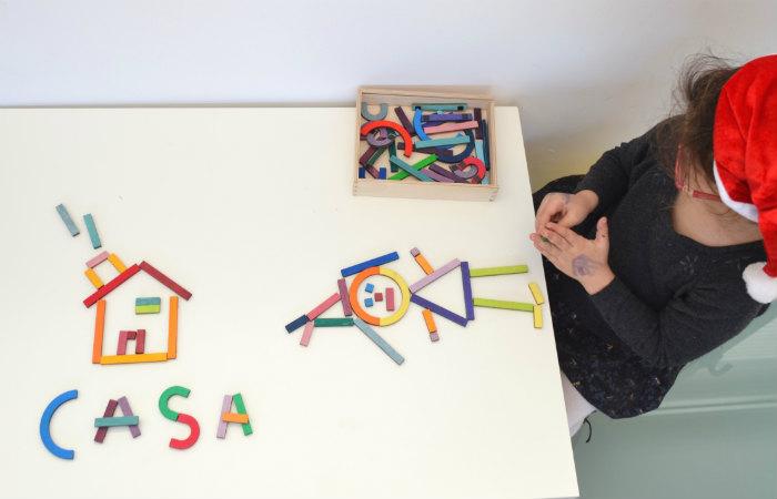 juguetes y juegos para ayudar a aprender a leer y escribir, puzle magnético letras y números