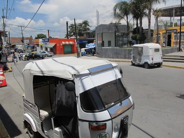 Mototaxis en Cholula al margen de la ley... funcionario lo permite