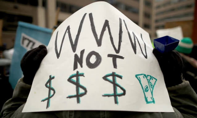 """ما هو مبدأ """"حيادية الإنترنت"""" وما تداعيات القرار الأمريكي بإلغائه؟"""