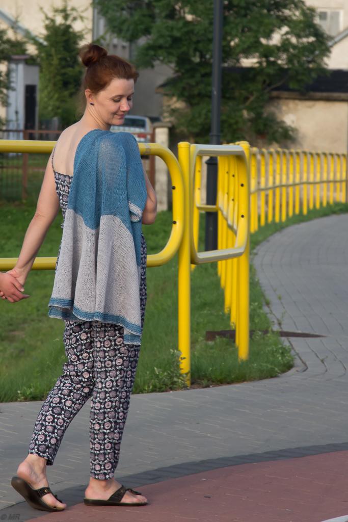 lniany sweter na drutach