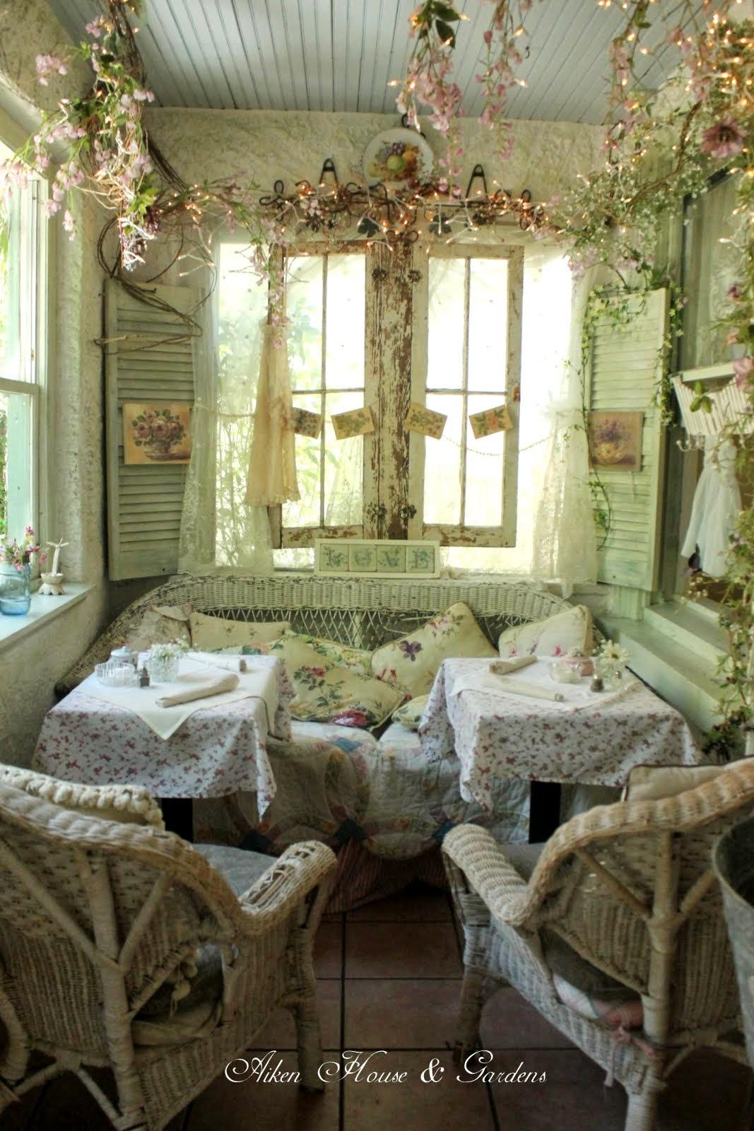 Aiken House & Gardens: April 2014