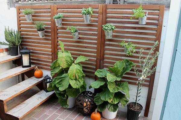 http://www.housebeautiful.com/lifestyle/gardening/g3278/ikea-planter-hacks/?slide=4