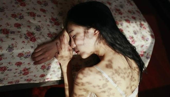 Ngã ngửa với hình xăm nơi bầu ngực vợ trong đêm tân hôn