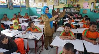Arti Mimpi Ketemu Guru Sekolah Waktu Kecil Menurut Primbon Jawa