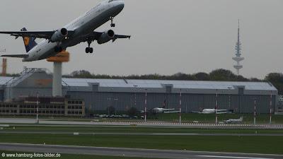 Flugzeug hept ab