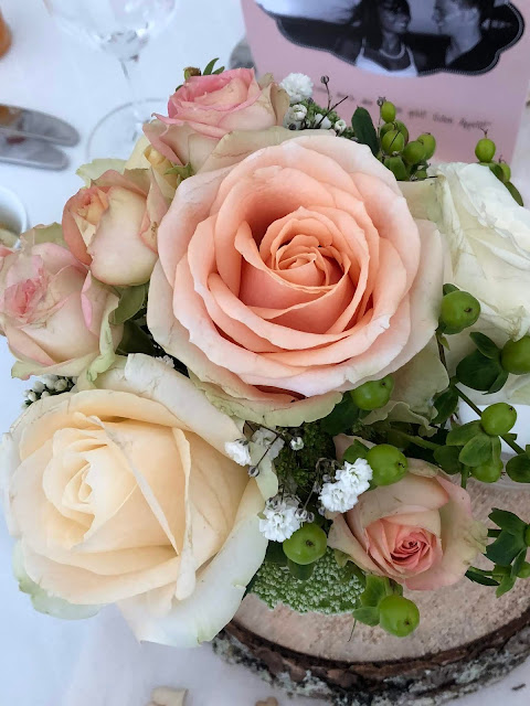 Rosen, Blumenschmuck, Tischblumen, vielen Dank für die Blumen, Berggasthof Pflegersee, Hochzeitslocation, wedding venue, Hochzeitsplaner, wedding planner, wedding coordinator, 4 weddings & events, 4weddings&events, Garmisch-Partenkirchen, Bayern, Germany, Berghochzeit, Gipfelglück, heiraten in BayernBerggasthof Pflegersee, Hochzeitslocation, wedding venue, Hochzeitsplaner, wedding planner, wedding coordinator, 4 weddings & events, 4weddings&events, Garmisch-Partenkirchen, Bayern, Germany, Berghochzeit, Gipfelglück, heiraten in Bayern