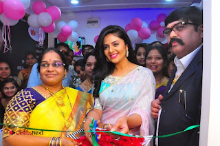 Sreemukhi Launches Manvis Saloon  0062.jpg