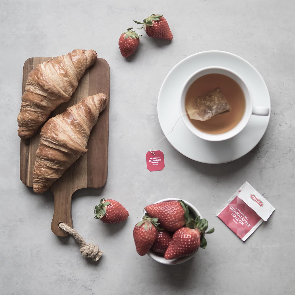 Croissant och jordgubbar