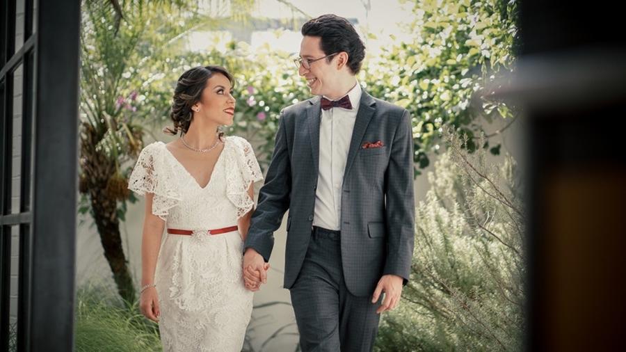 Vestido de noiva para casamento vermelho e branco