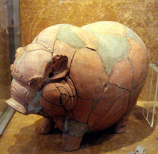 Celengan zaman Majapahit, abad 14-15 Masehi Trowulan, Jawa Timur. (Koleksi Museum Gajah, Jakarta)