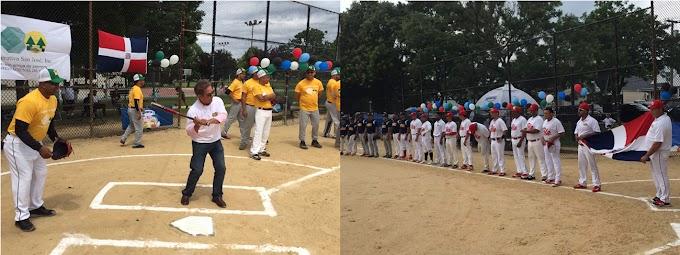 Ex cónsul Fernández bateador de honor en campeonato de softball Los Amigos de SAJOMA