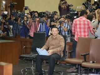 Sebelumnya Ahok telah menjalani 5 sidang dalam kurun waktu 1 bulan terakhir, mulai dari sidang perdana yang digelar di Pengadilan Negeri Jakarta Utara jalan Gajah Mada hingga kini digelar di Ruang Auditorium Kementerian Pertanian Jakarta